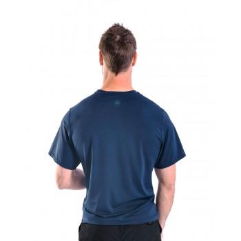 T-shirt rash guard loose...